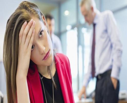 چگونه می توانم با یک همکار سختگیر مقابله کنم؟