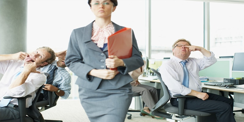 چگونه با یک همکار سختگیر مقابله کنم؟